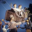 1977Summer CampThe flying trunk.1977Les grandes vacancesLa Malle volante.Bernard Faucon / Agence VU
