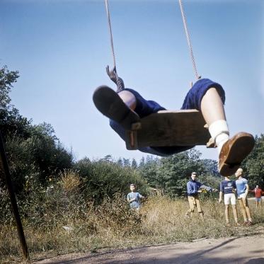 1977Summer CampThe Swing.1977Les grandes vacancesLa BalanÁoire.Bernard Faucon / Agence VU