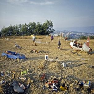 1978Summer CampThe toys funeral.1978Les grandes vacancesL'Enterrement des jouets.Bernard Faucon / Agence VU