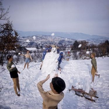1978 Summer Camp Snowballs fight.  1978 Les grandes vacances Bataille de boules de neige.  Bernard Faucon / Agence VU
