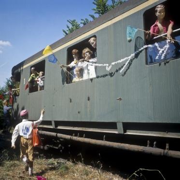 1978 Summer Camp The departure.  1978 Les grandes vacances Le dÈpart.  Bernard Faucon / Agence VU