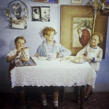 1977 Summer Camp The breakfast.  1977 Les grandes vacances Le Petit DÈjeuner.  Bernard Faucon / Agence VU