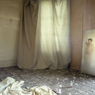 "France, 1986The BedroomsSerie ""The Rooms of Love""The 17th Bedroom of Love : the fever.France, 1986Les chambresSÈrie ""Les chambres d'amour""La Dix-septiËpme Chambre d'amour : la fiËvre.Bernard Faucon / Agence VU"