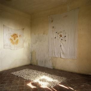 """France, 1986The BedroomsSerie """"The Rooms of Love""""The 18th Bedroom of Love : the Shroud.France, 1986Les chambresSÈrie """"Les chambres d'amour""""La Dix-huitiËme Chambre d'amour : le Suaire.Bernard Faucon / Agence VU"""
