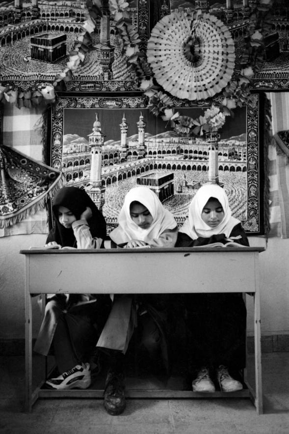Gavbandi, école élementaire (tapis représentant la kaaba à la Mecque).Iran 1999