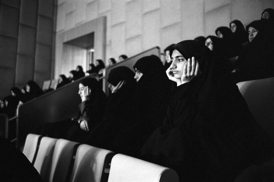 Iran, Tehran, March 2001 - Parliament house receiving students.