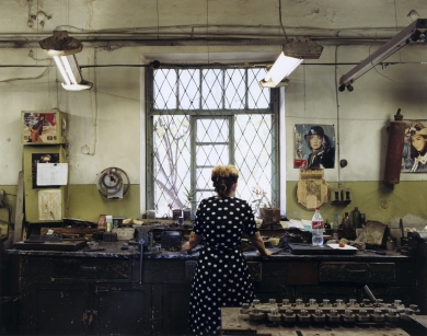 © RIP HOPKINS / AGENCE VUHOME AND AWAYOUZBEKISTAN, 200202/08/02Lubov Rascheskina Ivanovna in the section of Tashkent's old shoe factory reconverted to make food processing machines. She is 54 years old. She is a barrister but cleans in the factory during the day. Her parents were Russians sent to Kirgizstan by Stalin in the 1946, they then came to Uzbekistan in the late 1960s. She wants to leave for Moscow.N°10650