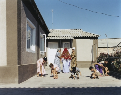 © RIP HOPKINS / AGENCE VUHOME AND AWAYOUZBEKISTAN, 200208/08/02Dilfuza Beridze his helped by her two sisters during her marriage to Murat Iliyasov in front his Sindarabad Kolkhoz home in the Sirdariya region, 100 kilometres south of Tashkent.Dilfuza Beridze is 22 years old. She will be a house wife.Murat Iliyasov is 25 years old. He is a farmer.Their grandparents are Meskhet Turks from Georgia sent here by Stalin in 1944. They want to leave for Georgia.N°10650