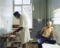 © RIP HOPKINS / AGENCE VUHOME AND AWAYOUZBEKISTAN, 200211/08/02Ravil Tukhvatulin treats Petrushin Valeriy Fedorovich following an operation to remove a lung tumor in Tashkent's Tahtapul oncology hospital.Ravil Tukhvatulin is 42 years old. He is a surgical oncologist. Stalin sent his parents here from Tatarstan in 1944. He will leave for Saint Petersburg, Russia.Petrushin Valeriy Fedorovich is 57. He is an electrician. His grandparents came here from Russia in 1944. He does not want to leave.N°10650