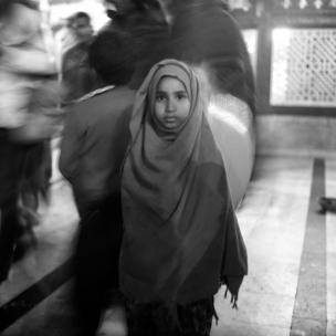jeune musulmane dans une mosquée