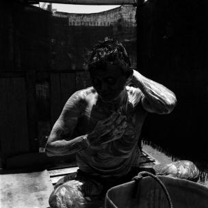 ouvrier se lavant