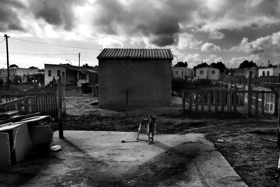 South Africa, Atlantis, april 2004The backyard of a house, in a low income suburb of Atlantis.  Afrique du Sud, Atlantis, Avril 2004L'arriËre-cour d'une maison dans la banlieue proche d'Atlantis.© Guy Tillim / Agence VU