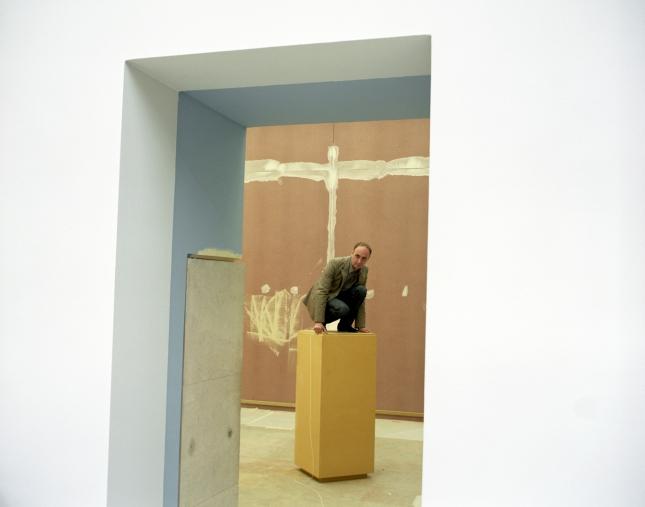 """Orsay Museum, 2006StÈphane Bayard, deputy head of the exhibitions department, with the museum since 1987.Favorite work of art : """"Le Fifre"""" by Edouard ManetMusÈe d'Orsay, 2006StÈphane Bayard, assistant du responsable du service des expositions, au musÈe depuis 1987.Oeuvre prÈfÈrÈe : """"Le Fifre"""" d'Edouard Manet  © Rip Hopkins / Agence VU"""