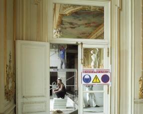 """Orsay museum, 2006HÈlËne Mary, press officer, with the museum since 2004.Favorite work of art : """"Les Raboteurs de parquet"""" by Gustave CaillebotteMusÈe d'Orsay, 2006HÈlËne Mary, attachÈe de presse, au musÈe depuis 2004.Oeuvre prÈfÈrÈe : """"Les Raboteurs de parquet"""" de Gustave Caillebotte  © Rip Hopkins / Agence VU"""