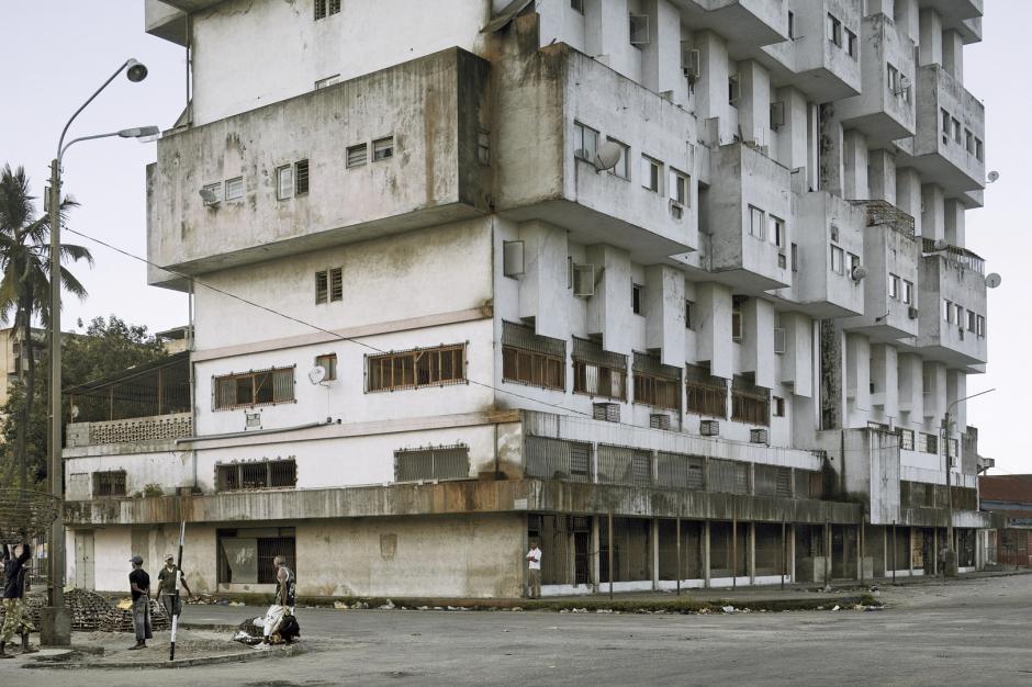 Mozambique, Beira, 2008Apartment building.Mozambique, Beira, 2008Immeuble.© Guy Tillim / Agence VU
