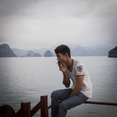 Vietnam, Ha Long bay, 29 April 2015smokerVietnam, baie de Ha Long, 29 avril 2015fumeurFranck Ferville / Agence VU