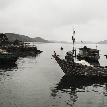 Vietnam, Cloud Hill, Min Chau, 29 April 2015Child on a fishing boat.Vietnam, Col des Nuages, Min Chau, 29 avril 2015Enfant sur bateau de pêche.Franck Ferville / Agence VU