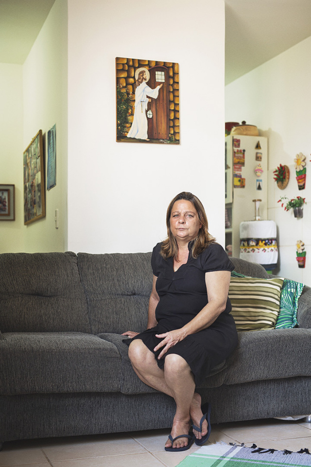 Brazil, Rio de Janeiro, June 28th 2016Rita de Cassia, 54 years old, is an exception in the ColÙnia. She chooses to come live here, to be closer to her daughter. She is a tenant, not a beneficiary of the MCMV program. Financially more comfortable than her neighbours, she is also very devout, and passionate by interior decoration. She thinks the ColÙnia's surroundings dangerous, and tacitly regrets to live there.BrÈsil, Rio de Janeiro, 28 juin 2016Rita de Cassia, 54 ans, fait figure d'exception dans la ColÙnia. C'est elle qui a dÈcidÈ de venir s'installer ici, pour Ítre au plus prËs de sa fille. Elle est donc locatrice, et non bÈnÈficiaire du programme MCMV. FinanciËrement plus ‡ l'aise que ses voisins et trËs pieuse, elle est passionnÈe par la dÈcoration d'intÈrieur. Elle trouve l'environnement de la ColÙnia dangereux et regrette ‡ demi-mot d'y vivre.Vincent Catala / Agence VU