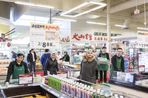 Canada, Ontario, Ottawa, 03 March 2017 T & T asian supermarket. Canada, Ontario, Ottawa, 03 mars 2017 Supermarché asiatique T & T.  Rip Hopkins / Agence VU / Ambassade de France au Canada