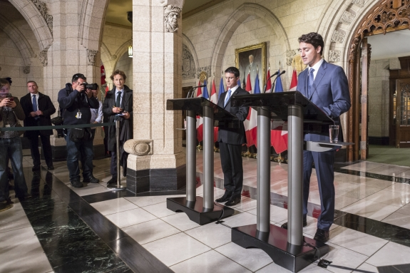 Canada, Ontario, Ottawa, 13 October 2016 Press conference with French and Canadian Prime Ministers Manuel Valls and Justin Trudeau, Canadian Parliament.  Canada, Ontario, Ottawa, 13 octobre 2016 Conférence de presse des Premiers Ministres Français et Canadien Manuel Valls et Justin Trudeau, au Parlement Canadien.  Rip Hopkins / Agence VU / Ambassade de France au Canada