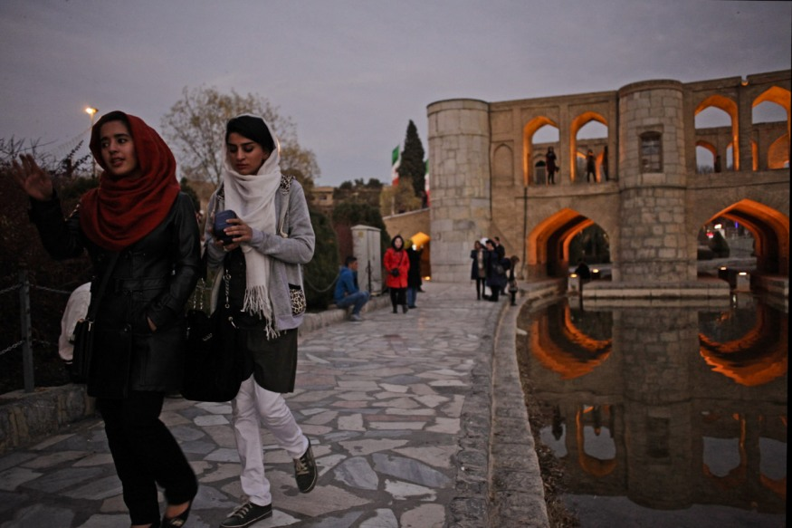 Iran, Isfahan, 27 December 2014 - The Si o se pol Bridge, with its thirty-three arks, by the river Zayanderoud, flowing again in the heart of the city, after being dry for so many months.
