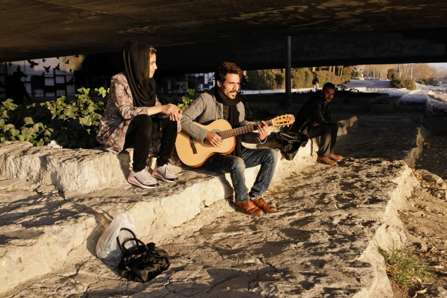 Iran, Isfahan, 29 December 2014 - Under the bridge.